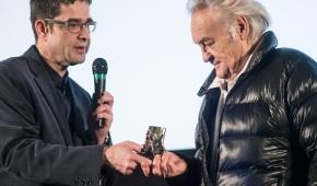 Sławomir Fijałkowski, szef FKE, i Jerzy Skolimowski nagrodzony podczas 21. FKE. Fot. Mikołaj Zacharow
