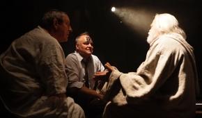 Katon (Marek Targowski), Dante i Wergiliusz. fot. Jarek Darnowski / Teatr Logos