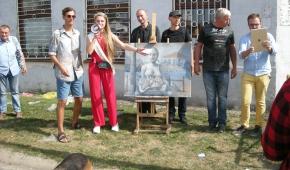 Licytacja na Rynku Bałuckim: artyści, członkowie Galerii Czynnej i zwycięzca licytacji