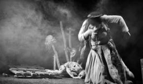 """Scena ze spektaklu """"Karczma pod białym łabędziem"""", fot.P.Reising"""