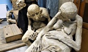 Rzeźby w teatralnej rekwizytorni. fot.P.Reising