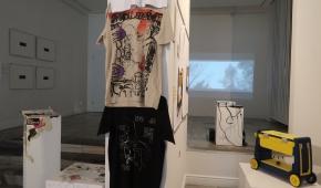 Koszulki Damiana Ciszka, z prawej urządzenie Anny Kaniut, fot. ATN