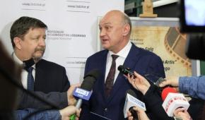 Od lewej:: marszałek województwa łódzkiego  Grzegorz Schreiber, dyrektor ŁDK Waldemar Drozd podczas konferencji. Fot: ŁDK