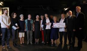 Aktorzy Czytania Performatywnego i Teatr Wewnętrzna Emigracja z nagrodą