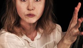 """Gabriela Muskała w monodramie """"Podróż do Buenos Aires"""". Fot. Greg No-Wak"""
