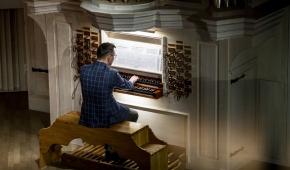 Krzysztof Urbaniak gra na organach w AM 30 stycznia 2019 roku, fot. Dariusz Kulesza